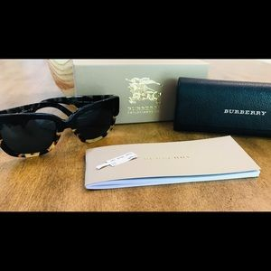 Burberry 4252 Sunglasses with Case,Box,Booklet,Tag